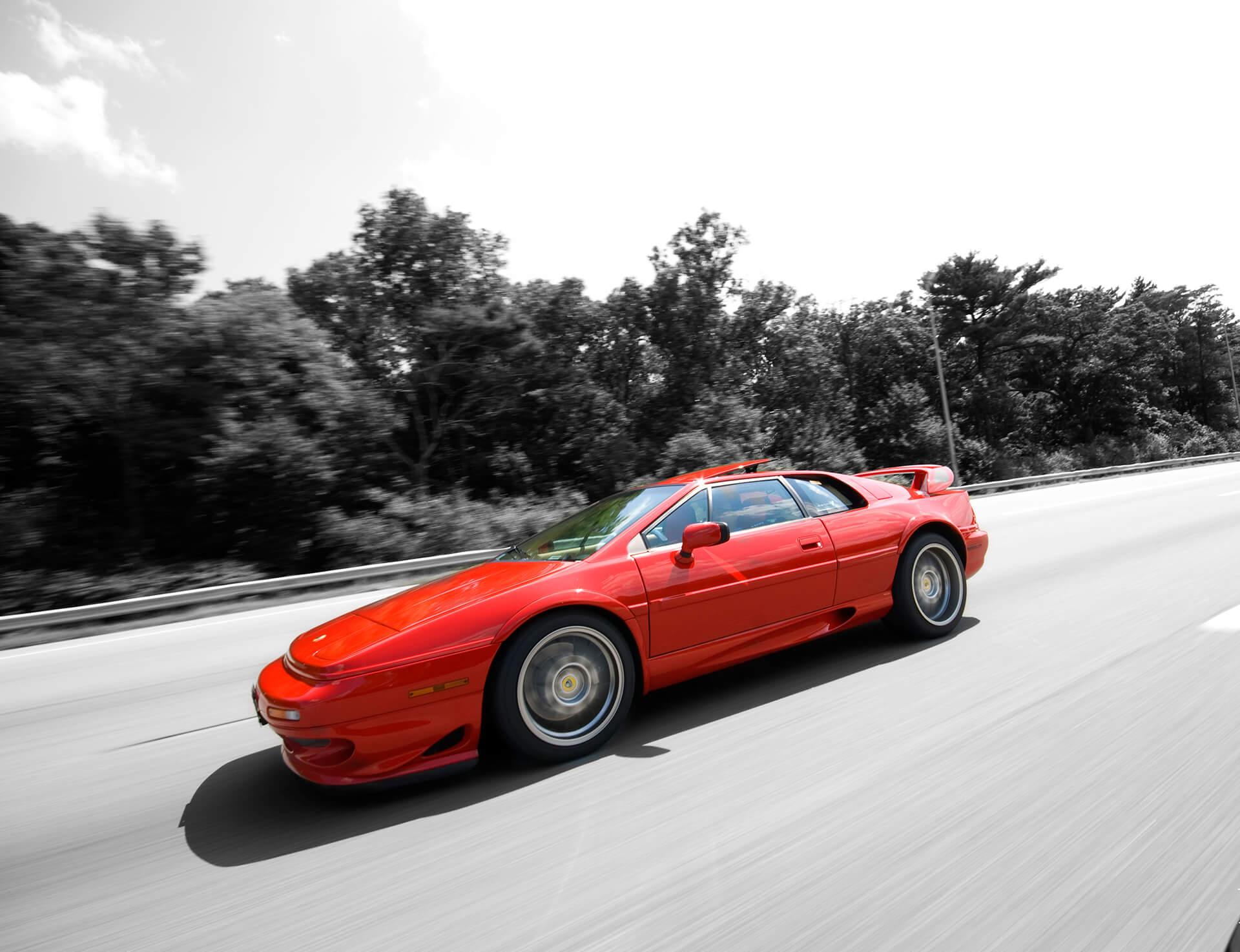 Lotus Esprit V8 podczas szybkiej jazdy