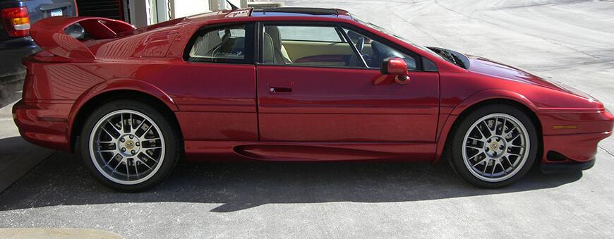 Lotus Esprit V8 widok w prawego boku