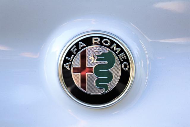 logo samochodów - alfa romeo