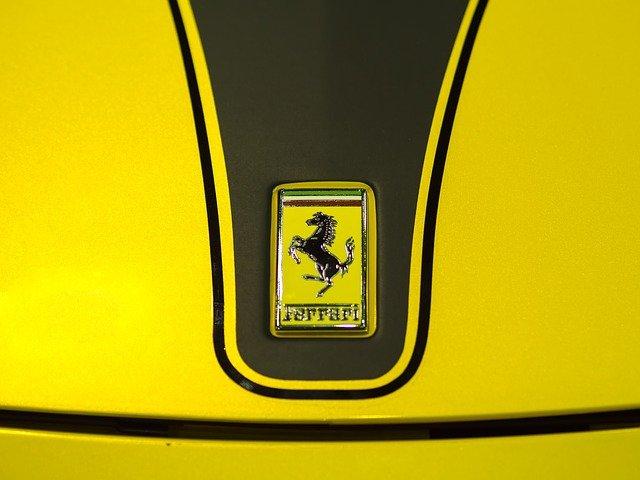 logo samochodów — ferrari
